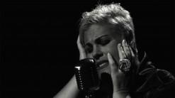 Nicole Dambreville au Bisik ! Un hymne à l'amour et à l'émotion !
