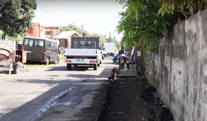 VIDEO - Chemin Beauvallon : réalisation de trottoirs